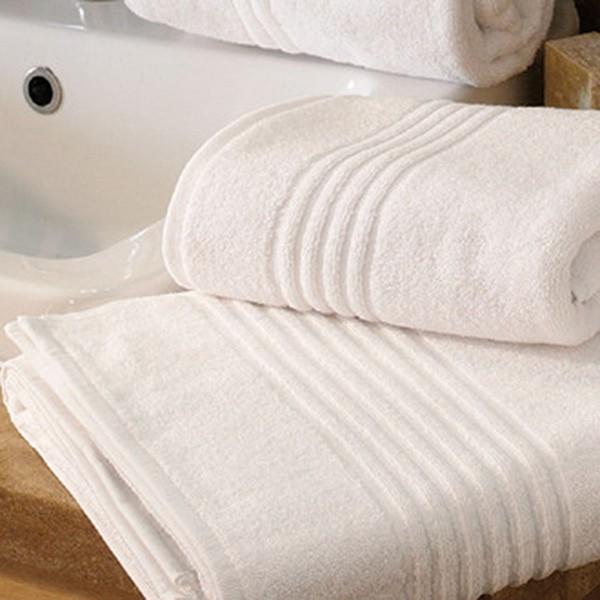 Махровое полотенце Nostra с фигурным бордюром белое 50х70 см